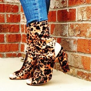 Shoes - NEW ARRIVAL Leopard Chunky Heel Bootie